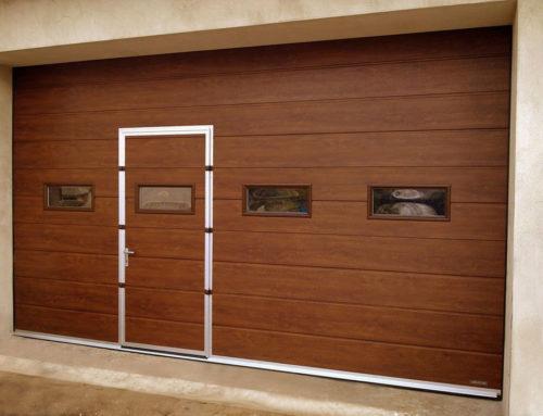 Brama garażowa z drzwiami